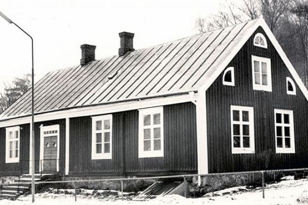 Old black and white picture of the school