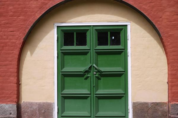 The facade iwith green door